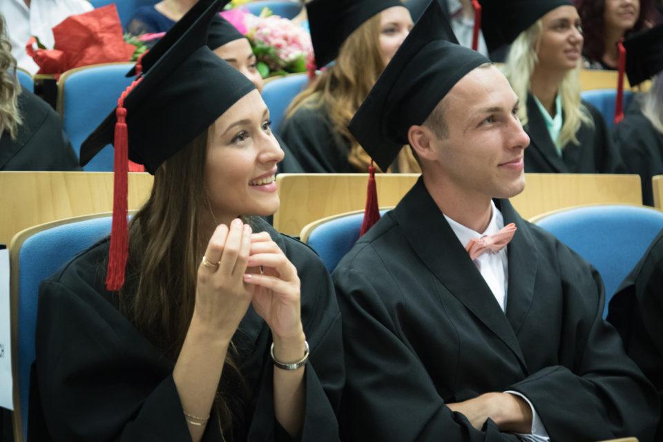 Na Fakulte masmédií PEVŠ prómovalo takmer 130 absolventov.