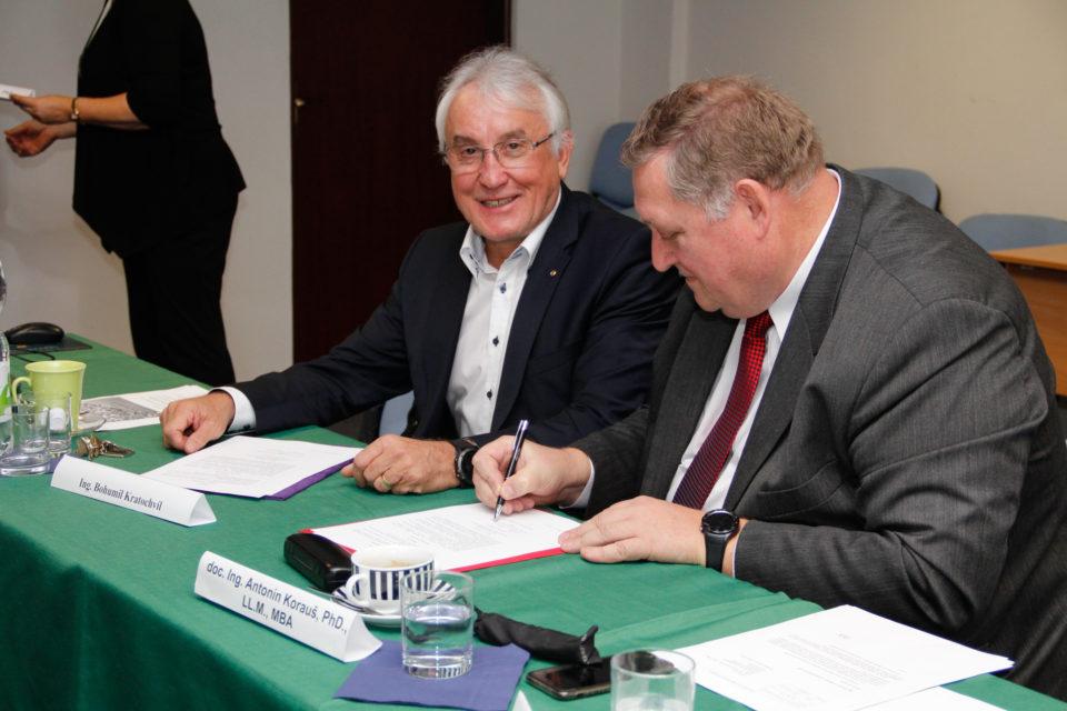 Fakulta ekonómie a podnikania podpísala memorandum so Slovenskými elektrárňami