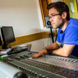 FM rozhlasové štúdio