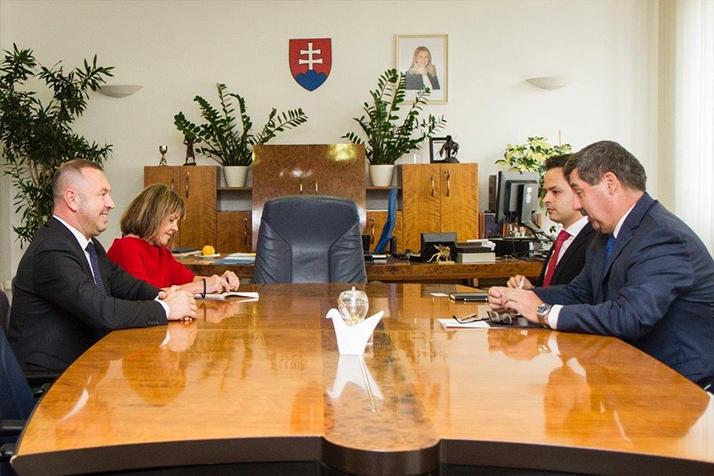 Prorektor PEVŠ Ľ. Hajduk rokoval so štátnym tajomníkom MZVEZ SR F. Ružičkom omožnostiach prevencie na zamedzenie šírenia fenoménu radikalizmu a extrémizmu