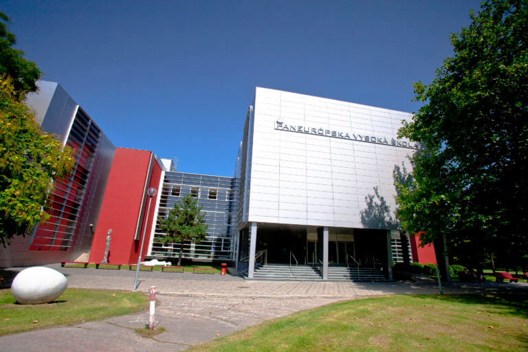 Paneurouni – moderná vysoká škola v Bratislave